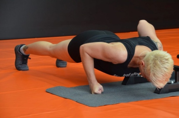FunctionalTraining Karin PushUp1